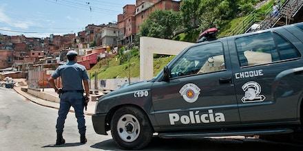 Polícia militar brasileira em operação em Paraisópolis.