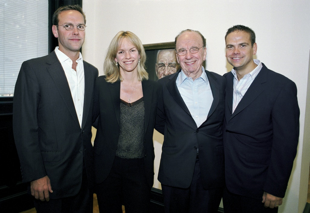 LONDON - JUNE 2007:    News Corporation Chairman and CEO Rupert Murdoch photographed with the heirs to his media empire. The Murdochs were together at a private family gathering in London's National Portrait Gallery to view a new painting of the media mogul by British artist Jonathan Yeo. (L-R) James Murdoch, Elisabeth Murdoch, Rupert Murdoch and Lachlan Murdoch.  (Photo by Tom Stoddart/Getty Images)