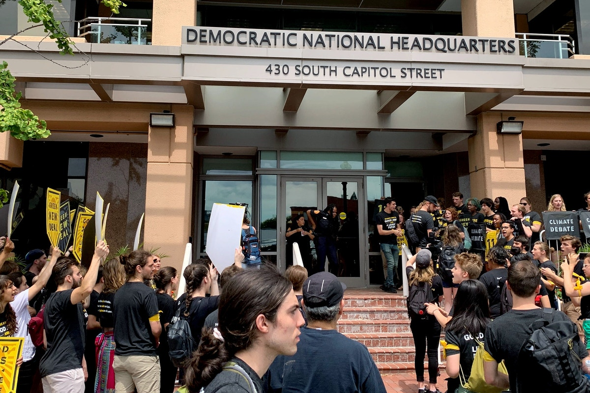 Sunrise Movement Rallies Outside Democratic National Committee Headquarters Over Climate Change Debate Failure