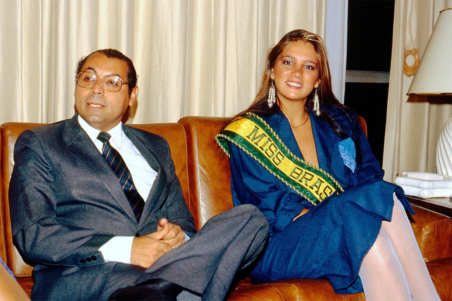 Júlio José de Campos,  então governador de Mato Grosso, e a Miss Brasil 1985, Márcia Gabrielle. Em 1981, quando ainda era deputado federal, Júlio teria procurado a PF para pedir a liberação de suspeito preso em flagrante por contrabando de munição.