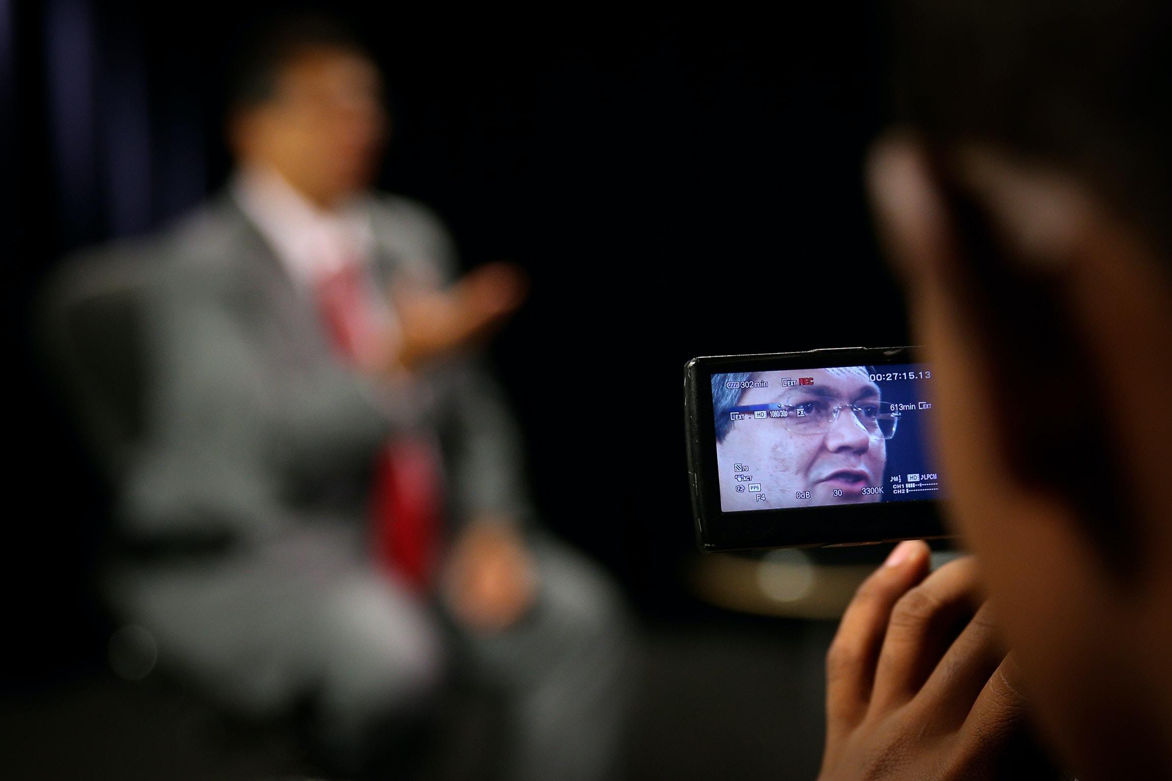 """""""o presidente Bolsonaro precisaria se inspirar em bons exemplos, inclusive da direita, e procurar desarmar um pouco o governo dele, e os que o cercam, dessa visão belicista, para poder impulsionar o país para frente."""""""