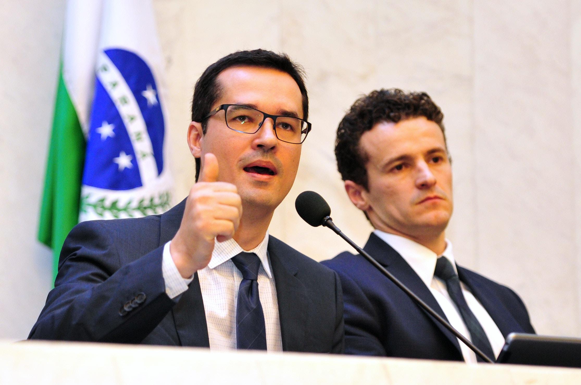 Deltan Dallagnol e Roberson Pozzobon em audiência pública na Assembleia Legislativa do Paraná em 24 de outubro de 2016.