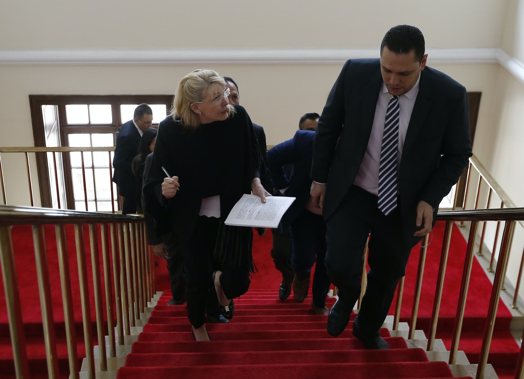 Venezuela's ousted top prosecutor Luisa Ortega (L) arrives at the Colombian Congress in Bogota to address exiled members of the Venezuelan Supreme Court in a hearing against Venezuelan President Nicolas Maduro for his alleged involvement in the Odebrecht corruption case, on August 15, 2018. (Photo by JOHN Vizcaino / AFP)        (Photo credit should read JOHN VIZCAINO/AFP/Getty Images)