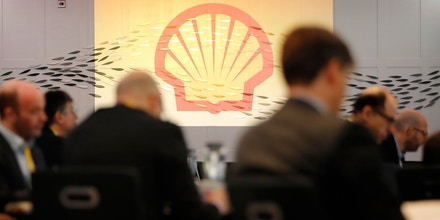 Journalists listen to Ben van Beurden, the CEO of Royal Dutch Shell, speak at a conference in London on Jan. 31, 2019.