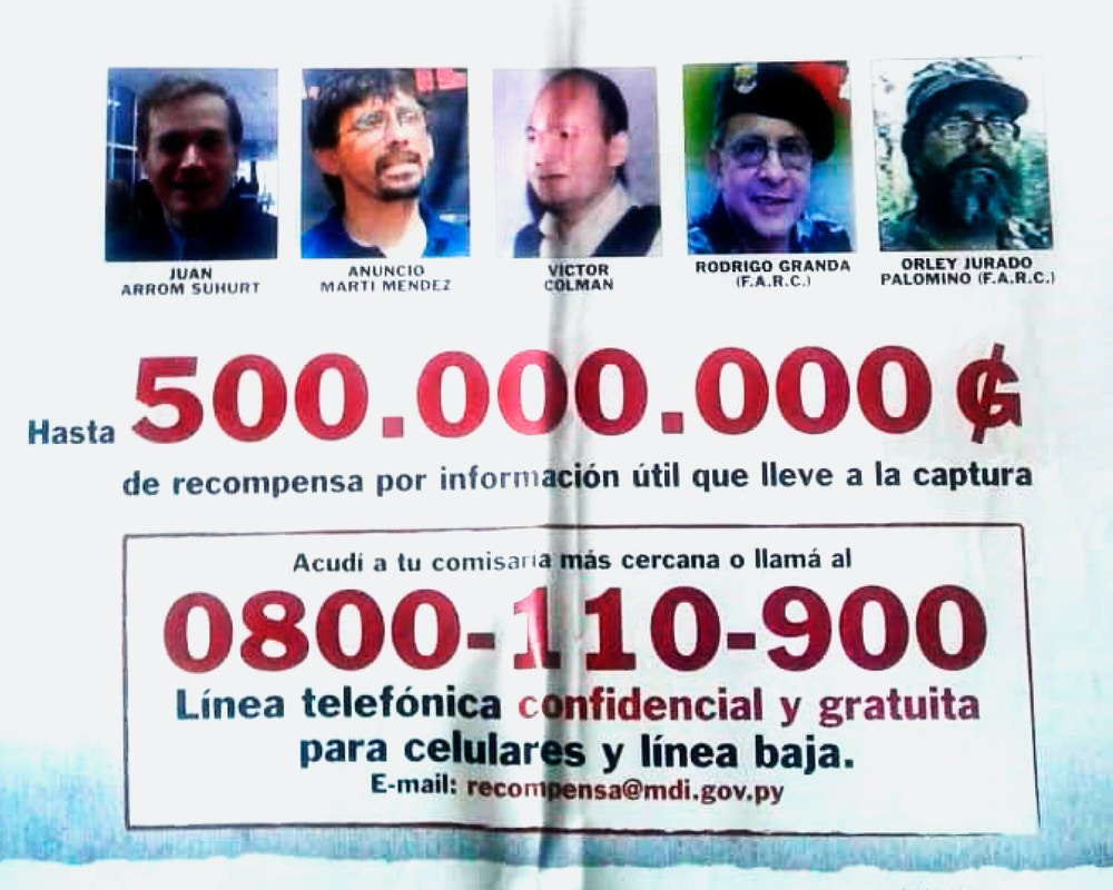 Cartaz de procurados onde Arrom, Martí e Colmán aparecem ao lado de líderes das Farc.