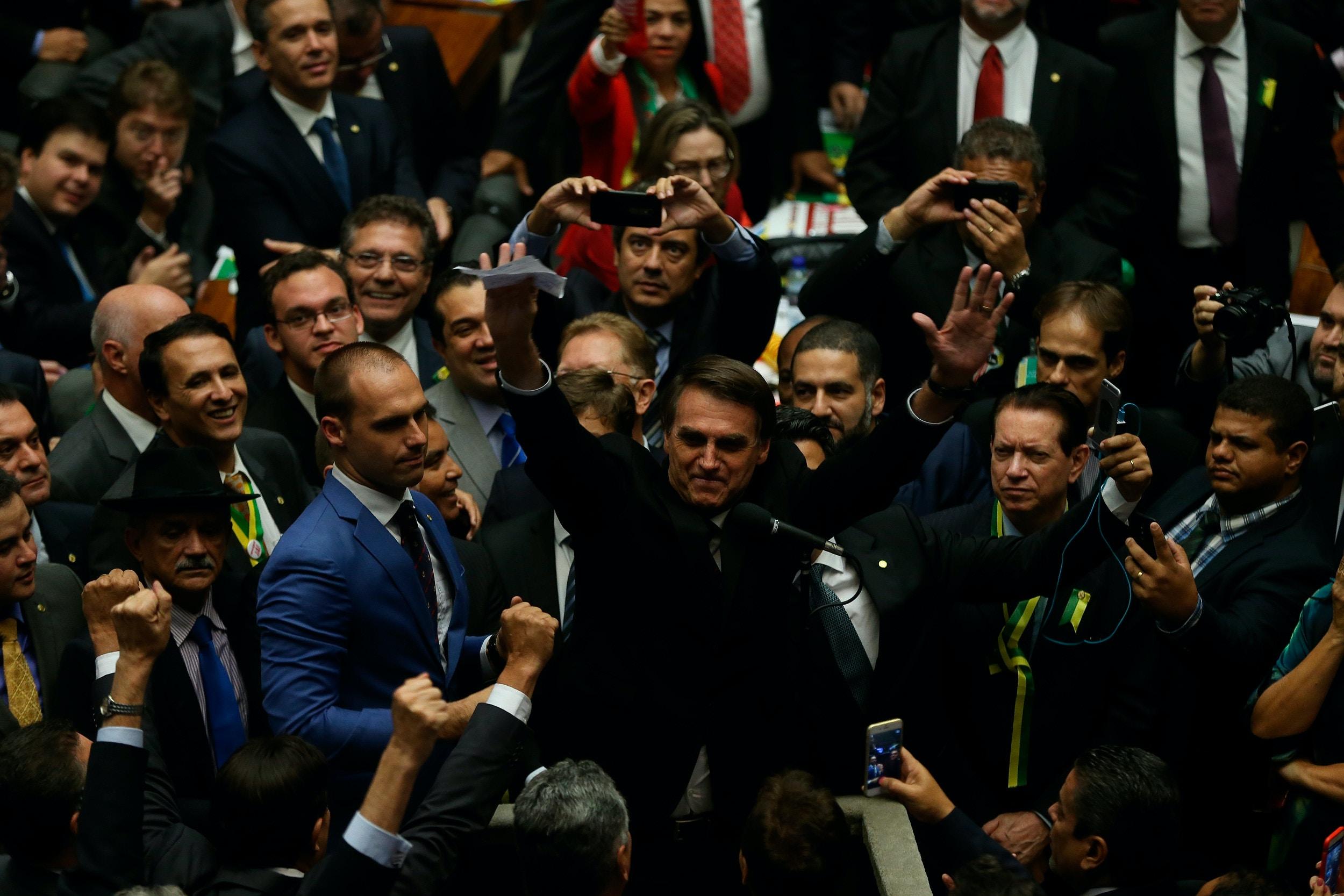 O então deputado Jair Bolsonaro vota na sessão da Câmara dos Deputados para votar o pedido de impeachment da presidente Dilma Rousseff.