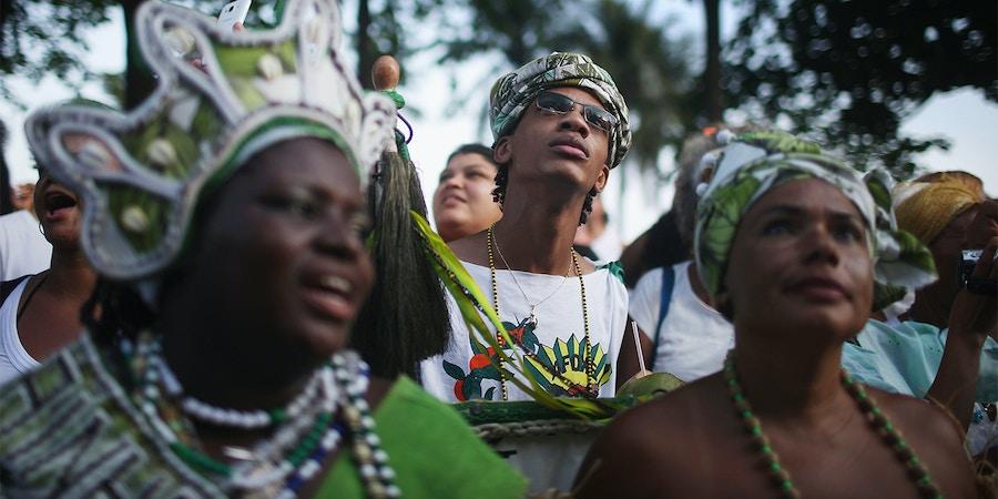 Manifestantes participam da oitava marcha contra intolerância religiosa, no Rio de Janeiro.
