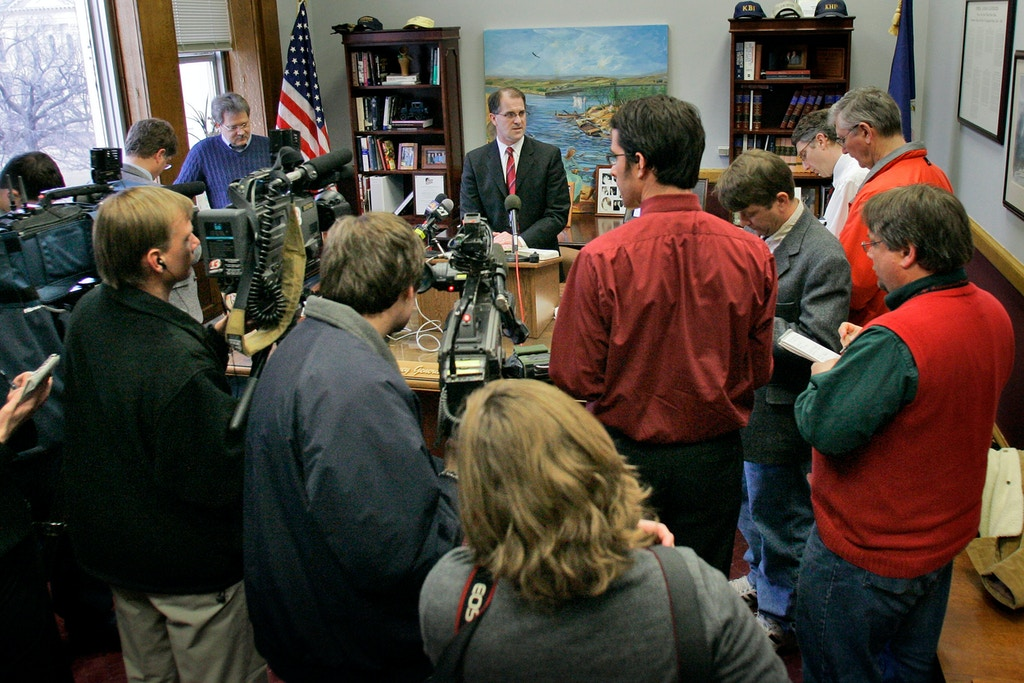 Kansas Attorney General Phill Kline holds a news conference at his office in Topeka, Kan., Friday, Dec. 22, 2006. A Sedgwick County judge dismissed 30 misdemeanor criminal charges against Wichita physician and abortion provider George Tiller, less than a day after recently-defeated Kline filed them. (AP Photo/Orlin Wagner)