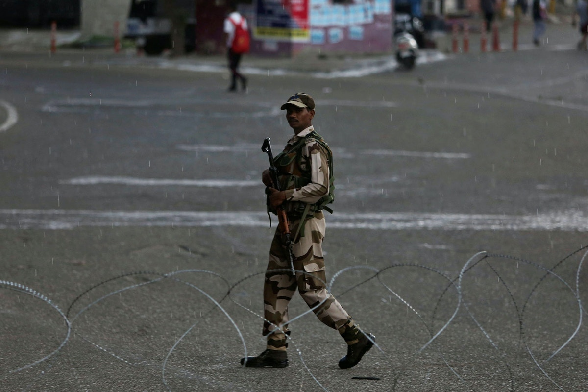 India Moves to Strip Kashmir of Autonomy, Potentially Setting Up Conflict in Disputed Territory