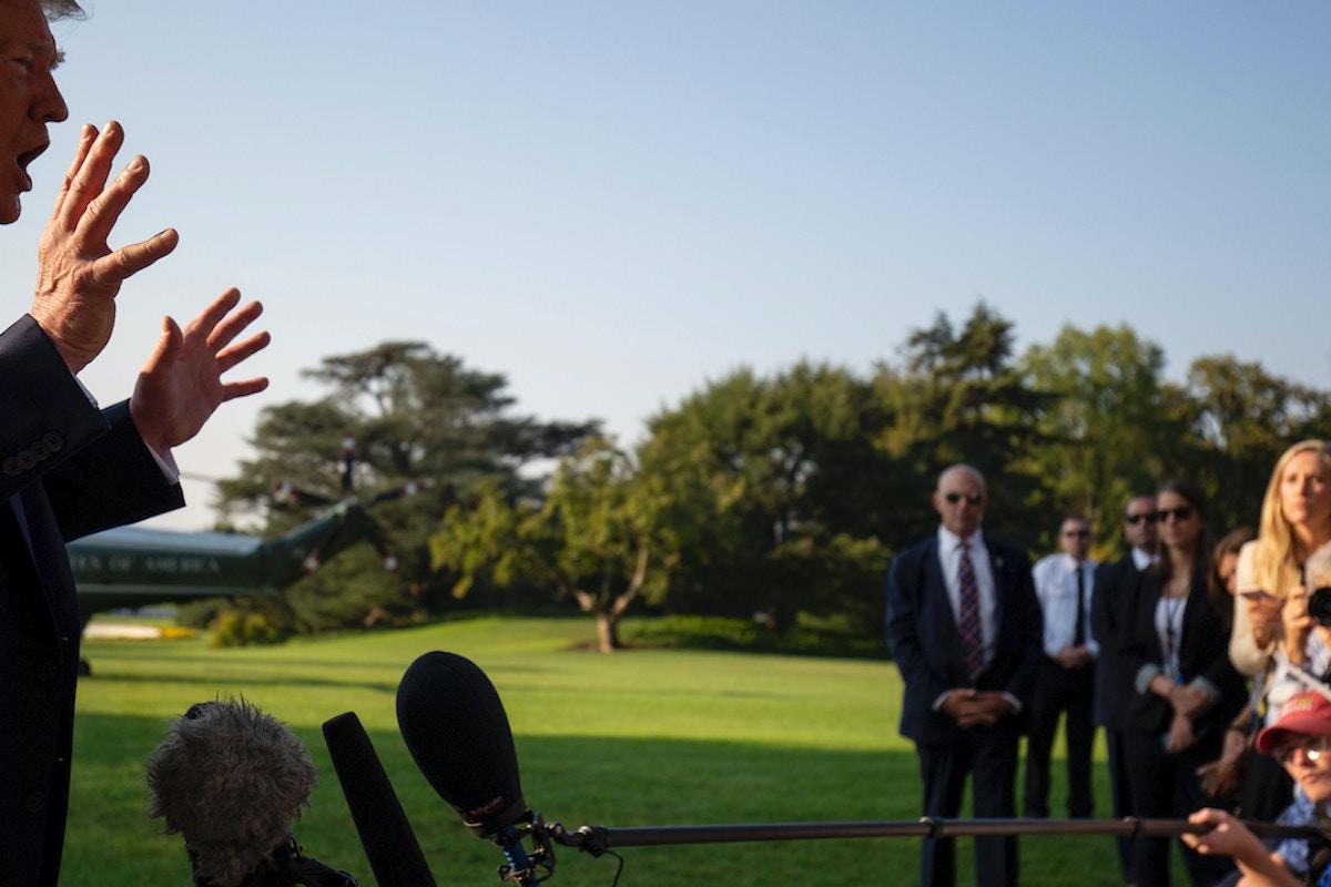 foto de Reporters Help Trump Spread Lies About Biden and Ukraine