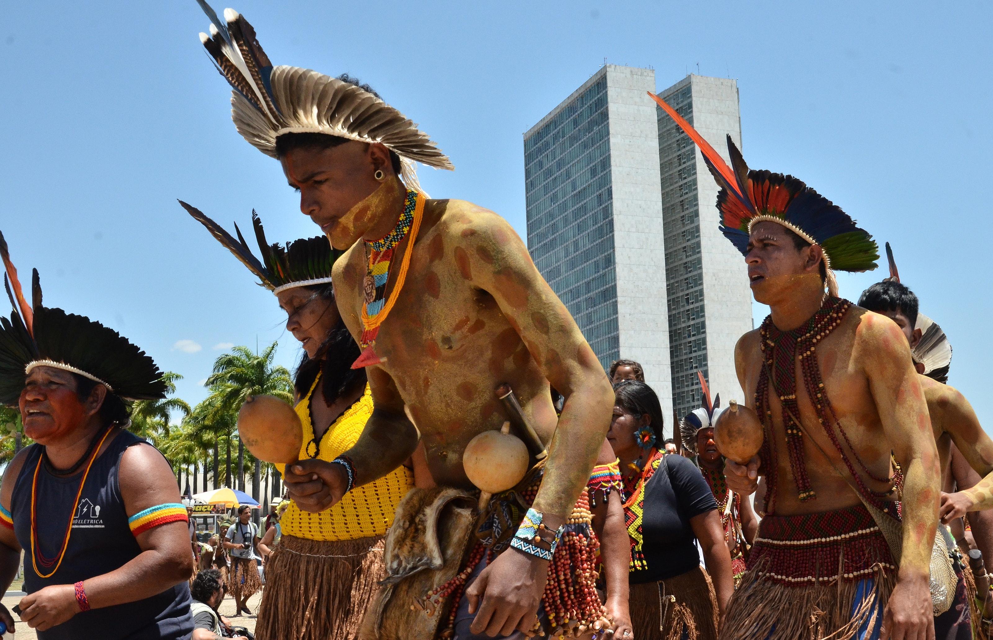 16 de outubro: em Brasília, lideranças Pataxó e Tupinambá de 26 aldeias da Bahia se reuniram para cobrar a regularização de seus territórios.