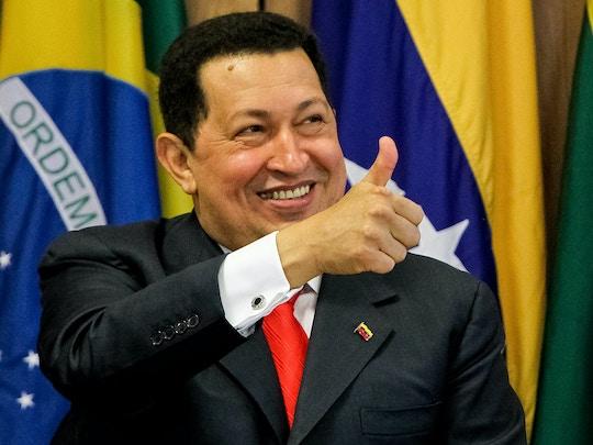 Em 2011, Chávez acena durante reunião com a então presidenta Dilma Rousseff. Foto: Roberto Stuckert Filho/PR.