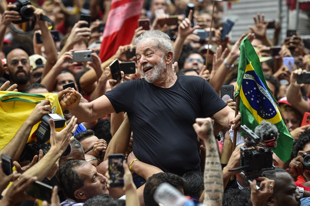 SAO BERNARDO DO CAMPO, BRAZIL - NOVEMBER 09: Luiz Inacio Lula da Silva, Brazil's former president, greets supporters outside of the Sindicato dos Metalurgicos do ABC on November 9, 2019 in Sao Bernardo do Campo, Brazil. Brazil accepted former President Luiz Inacio Lula da Silvas request for immediate release, according to the countrys top court Friday. The iconic leader of the Worker's Party was serving a 12-year sentence since 2018 on corruption charges. (Photo by Pedro Vilela/Getty Images)
