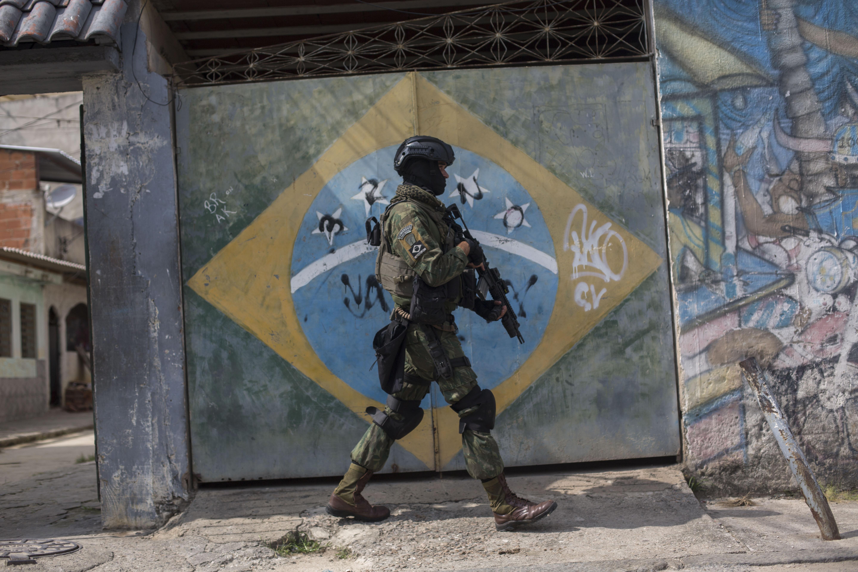 TOPSHOT-BRAZIL-CRIME-VIOLENCE-SECURITY-ARMED FORCES-FAVELA