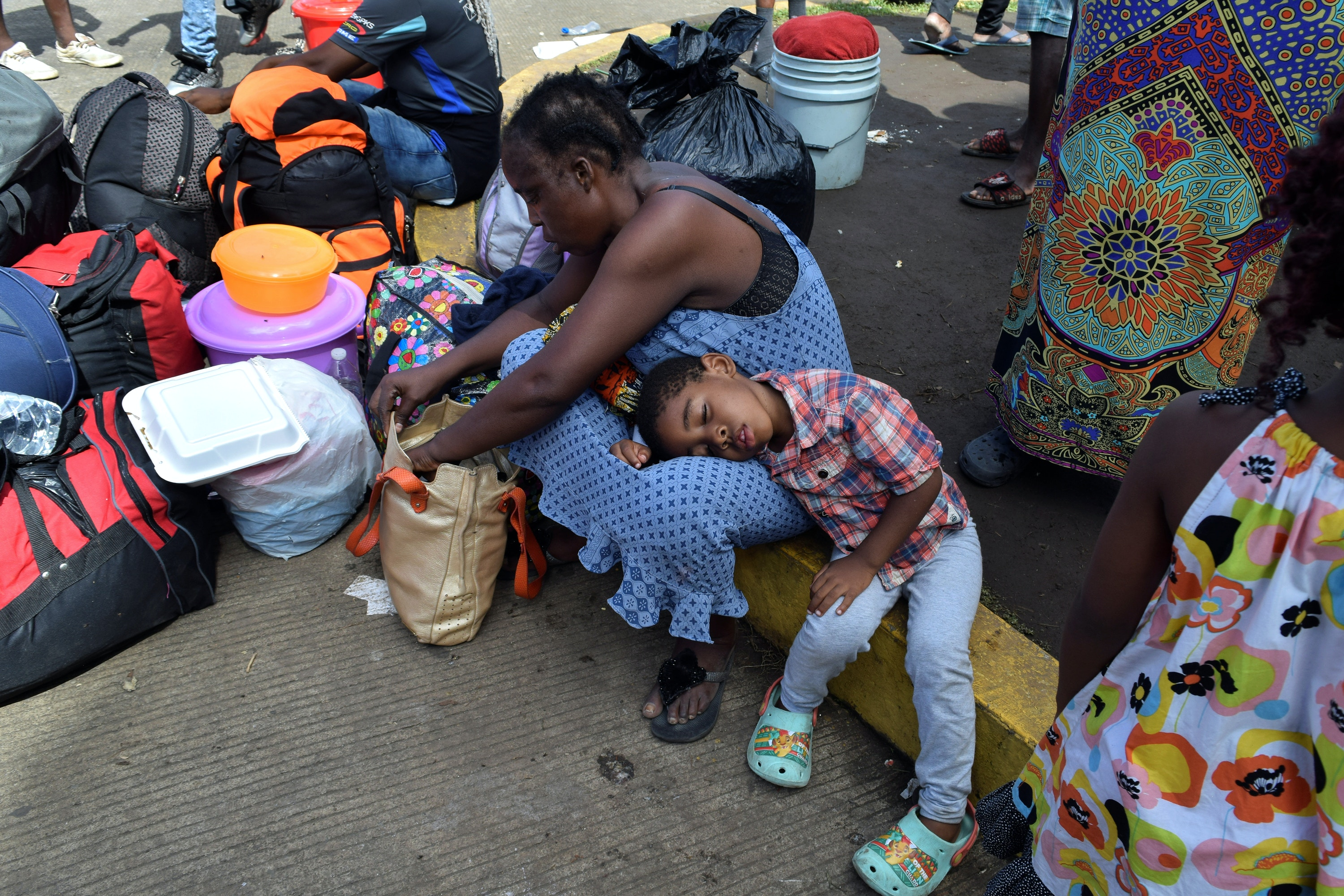 Migrants from Cameroon rest while waiting with other migrants from Africa and Haiti to enter the Siglo XXI immigrant detention center to request humanitarian visas, issued by the Mexican government, to cross the country towards the United States, in Tapachula, Mexico June 27, 2019. REUTERS/Jose Torres - RC1EF0DDFA90