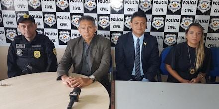 O delegado José Humberto de Melo (terceiro da esquerda para a direita) foi afastado do caso. Ele comandou a operação que prendeu ambientalistas e os colocou como suspeitos de provocar incêndios florestais.