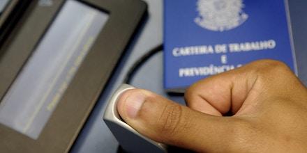 O governo quer privatizar bancos de dados com informações de milhões de brasileiros.