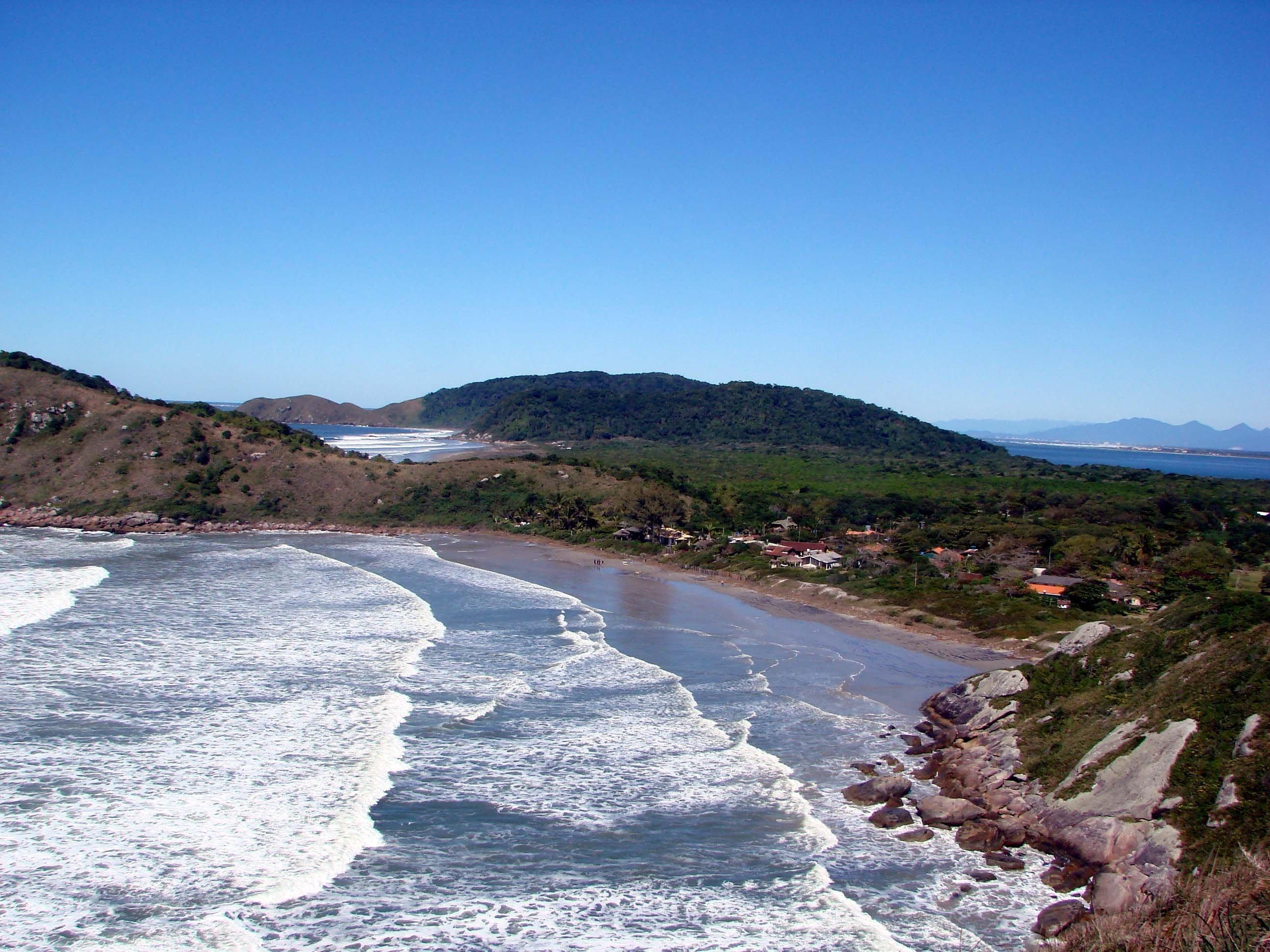 Vista da praia do Fora, na Ilha do Mel (PR).