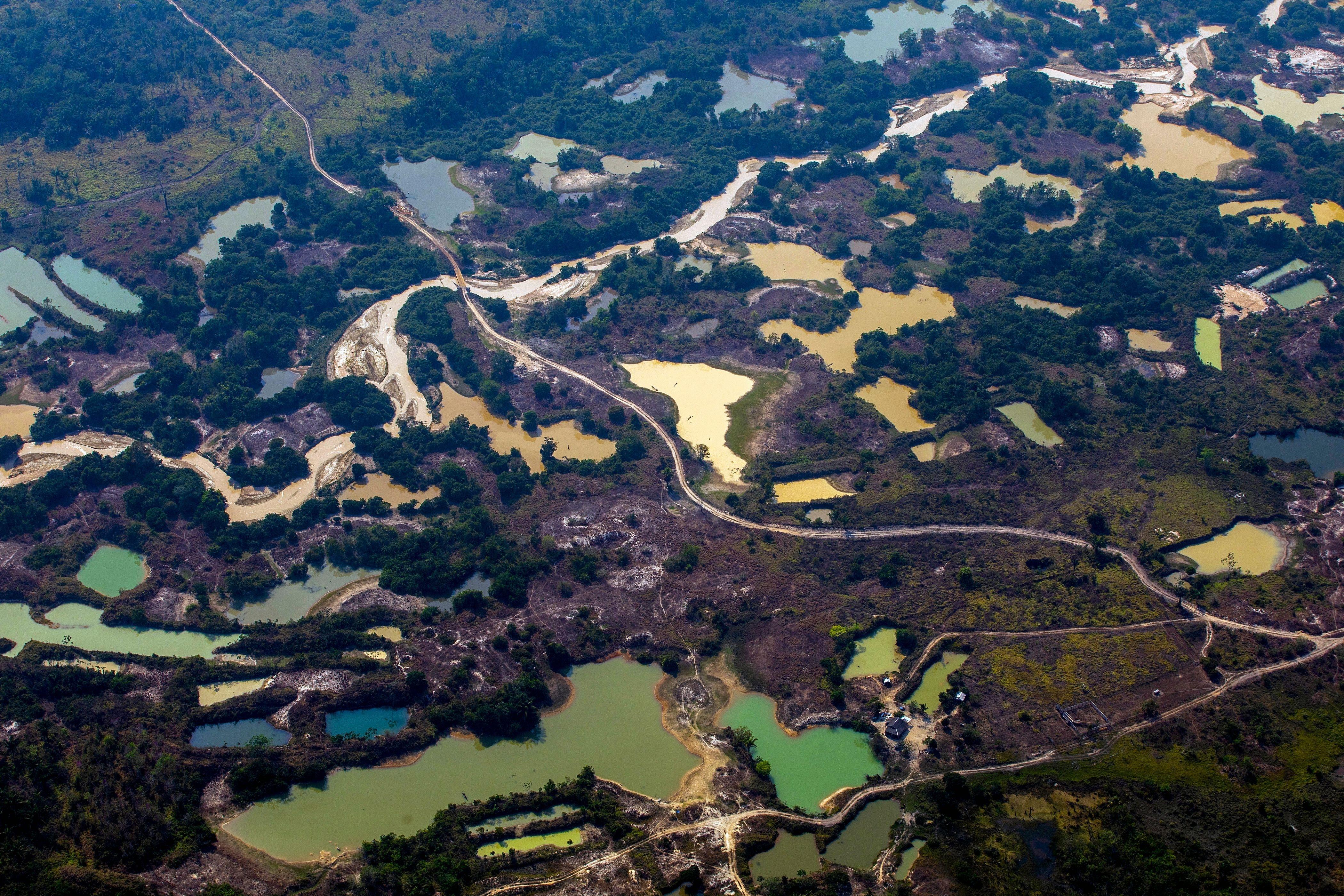 Campo de mineração de ouro informal Esperança IV, perto do território indígena Menkragnoti, no Pará, em 28 de agosto de 2019.