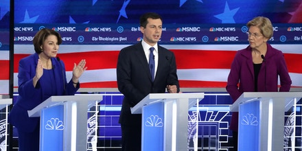 ATLANTA, GEORGIA - NOVEMBER 20: Democratic presidential candidates  Rep. Tulsi Gabbard (D-HI) (L), Sen. Amy Klobuchar (D-MN), South Bend, Indiana Mayor Pete Buttigieg, and Sen. Elizabeth Warren (D-MA), (R) participate in the Democratic Presidential Debate at Tyler Perry Studios November 20, 2019 in Atlanta, Georgia. Ten Democratic presidential hopefuls were chosen from the larger field of candidates to participate in the debate hosted by MSNBC and The Washington Post.  (Photo by Alex Wong/Getty Images)