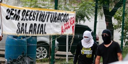 Motim no Ceará: como a justa luta por direitos dos policiais serve como palanque para políticos