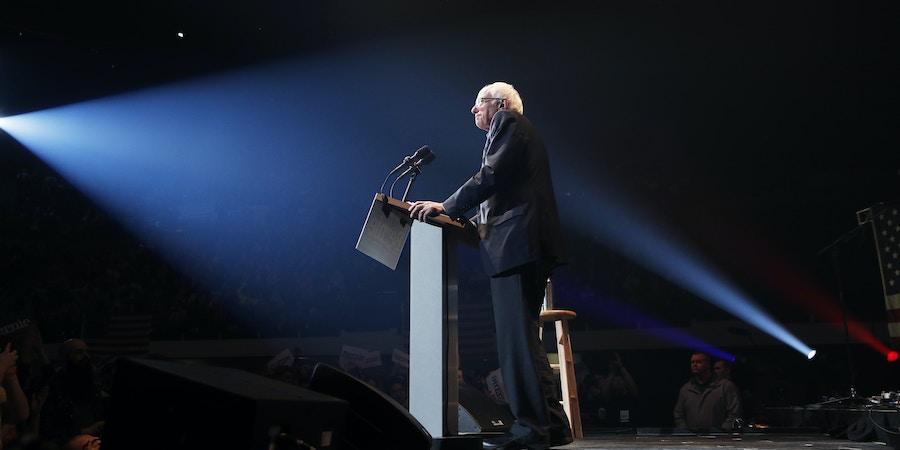 Senador Bernie Sanders fala durante comício em Cedar Rapids, Iowa, no dia 1º de fevereiro.