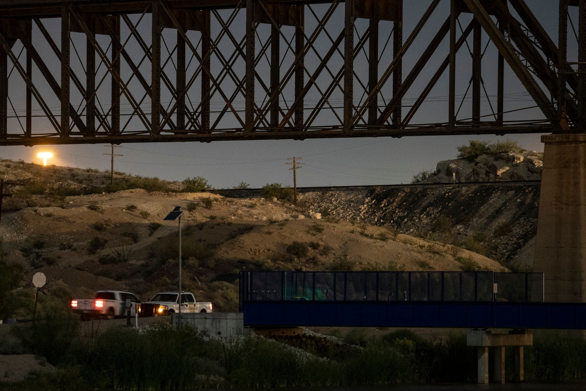 Border Patrol Agent Speaks Out About a High-Speed Chase that Ended in an Immigrant's Death