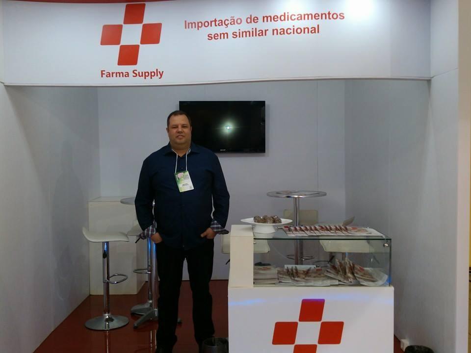 A Farma Suply tem como sócio e administrador Marcelo Sarto Bastos, um militar aposentado da Marinha e bolsonarista fervoroso.