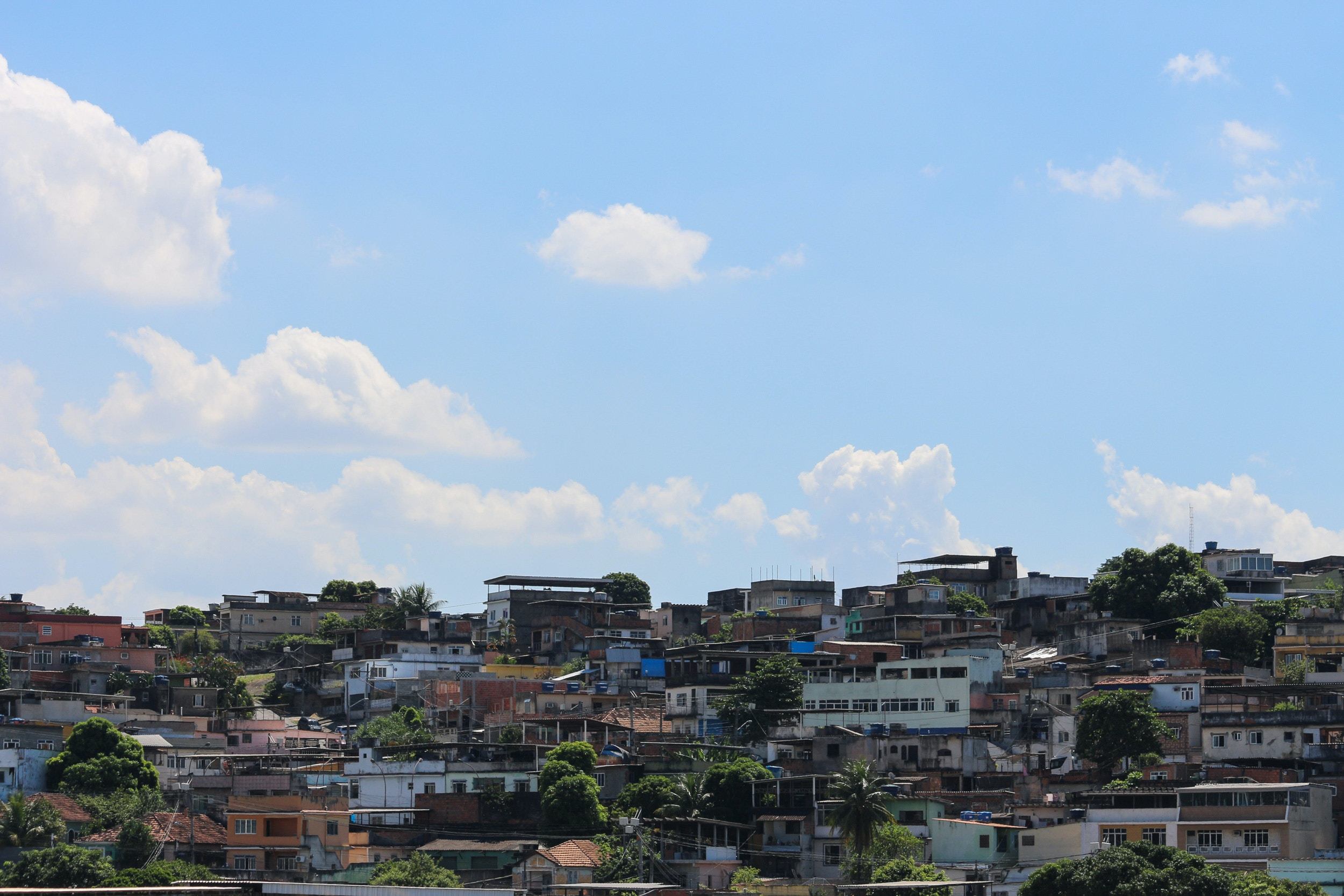 View of Favela Complexo do Chapadao in the north of Rio de Janeiro, Brazil, on March 25, 2020. Favelas will be the regions most affected by the Coronavirus Covid-19 in Rio de Janeiro, as they are densely populated regions where there are no basic sanitation resources and often not even piped water. (Photo by Luiz Souza/NurPhoto via Getty Images)
