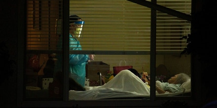 A healthcare worker attends to Susan Hailey, who has tested positive for coronavirus, at the Life Care Center of Kirkland, the Seattle-area nursing home at the epicenter of one of the biggest coronavirus outbreaks in the United States, in Kirkland, Washington, U.S. March 13, 2020.  REUTERS/David Ryder     TPX IMAGES OF THE DAY - RC2FJF9HXCNF
