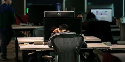 Moderadores de conteúdo trabalham em um escritório do Facebook em Austin, Texas, em 5 de março de 2019.