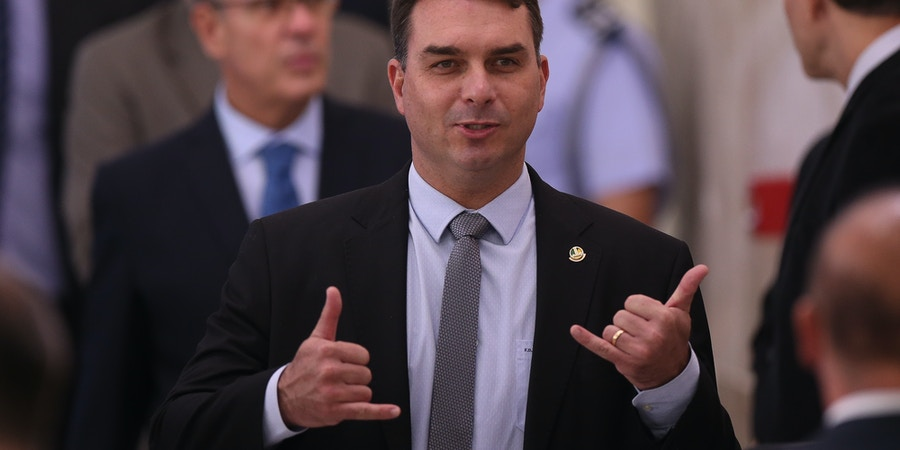 Senador Flávio Bolsonaro durante cerimônia de posse do novo Ministro da Saúde Nelson Teich, no dia 17 de abril.