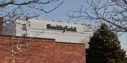 Signage is displayed outside the closed Smithfield Foods Inc. plant in Sioux Falls, South Dakota, U.S., on Wednesday, April 15, 2020. South Dakota Governor Kristi Noem has argued that it would be pointless to enact a significant stay-at-home order, because it would need to be maintained until October. On Wednesday, South Dakota surpassed 1,000 confirmed Covid-19 cases. Photographer: Dan Brouillette/Bloomberg via Getty Images