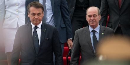 Bolsonaro sugeriu que militares apoiam sua pressão contra STF e Congresso, e Fernando Azevedo e Silva (à direita) lançou nota cheia de recados.