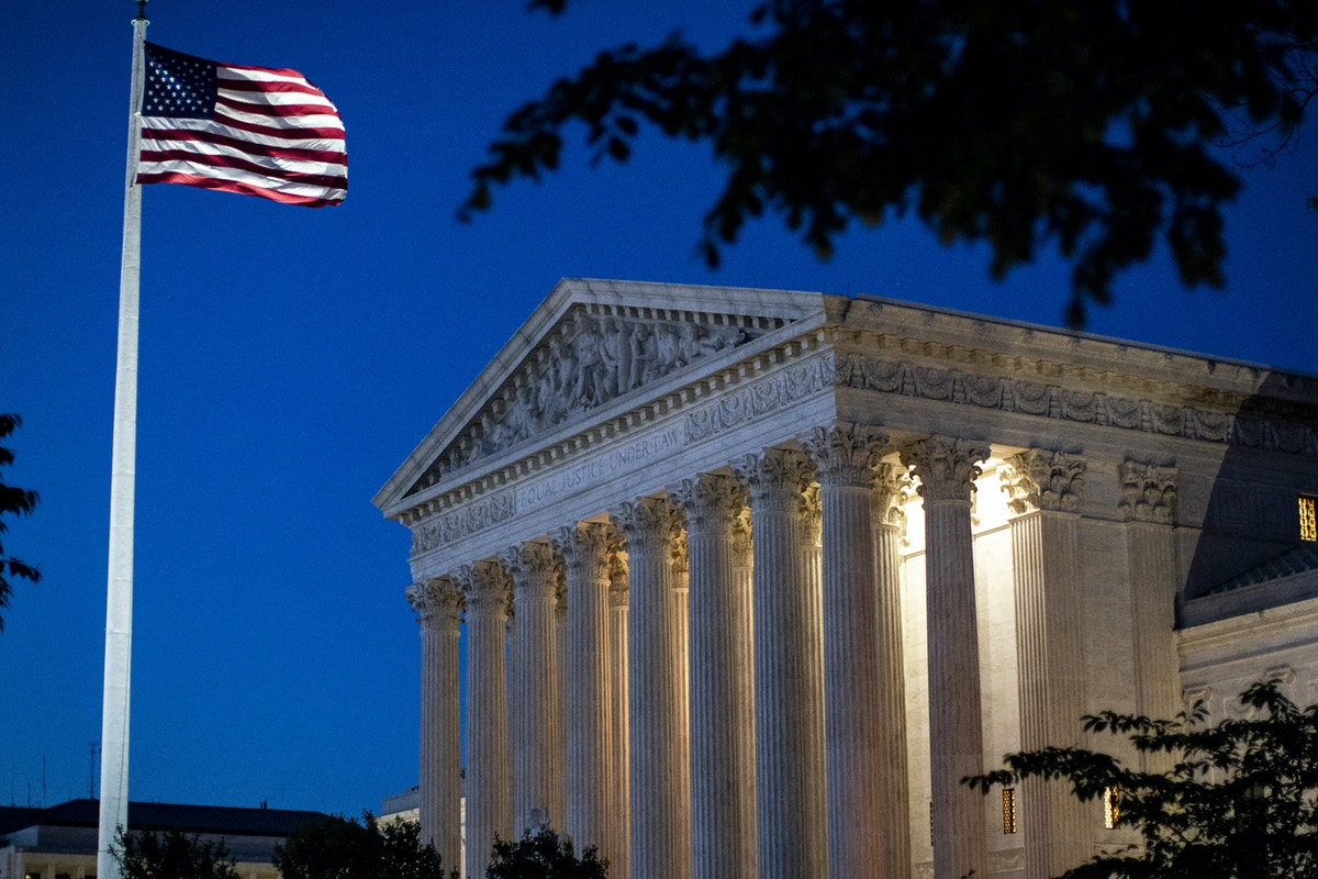 """Conservatives Are Fighting """"No-Brainer"""" Ethics Rule for Judges"""