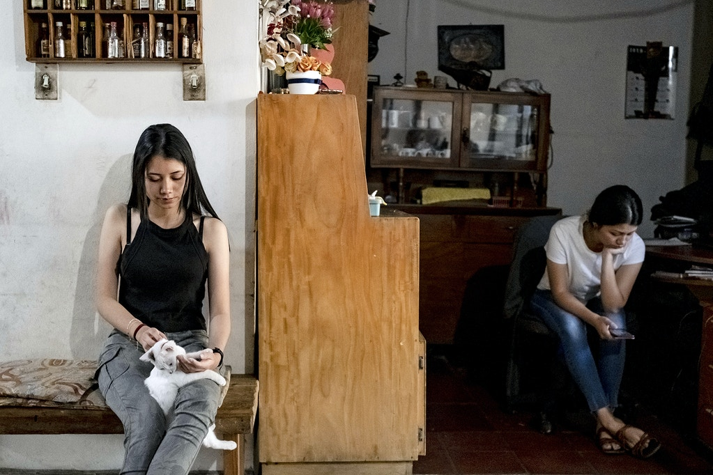 Abigail Martínez, 16, and Amiy Martínez, 19, in San Salvador  on February 25, 2020. Fred Ramos