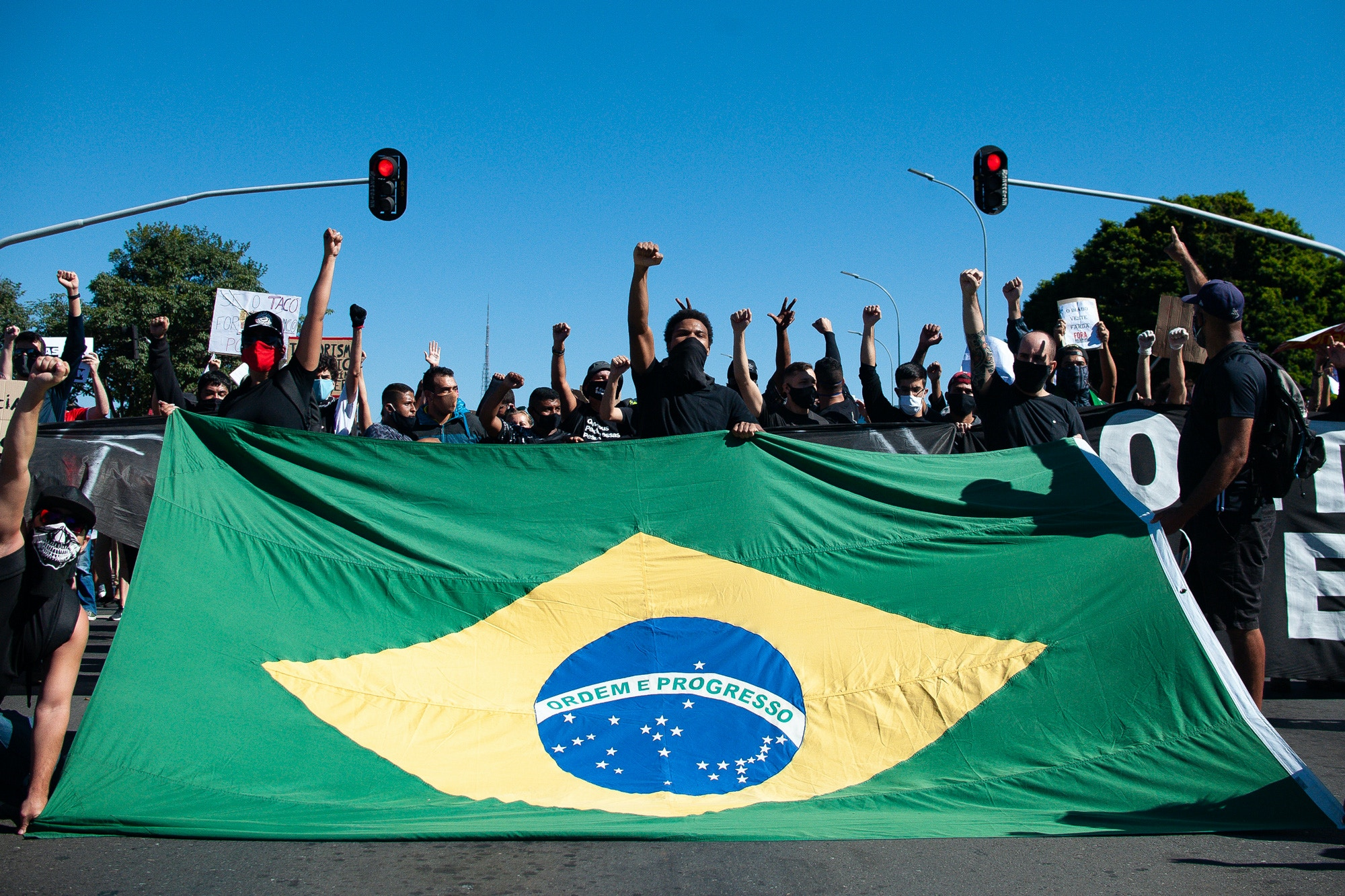 BRASILIA, BRAZIL - JUNE 07: People attend an anti-racist protest condemning the government of President Jair Bolsonaro amidst the coronavirus (COVID-19) pandemic at the Esplanada dos Ministérios on June 07, 2020 in Brasilia, Brazil. The country has over 672,000 confirmed positive cases of Coronavirus and 35,930 deaths. (Photo by Andressa Anholete/Getty Images)