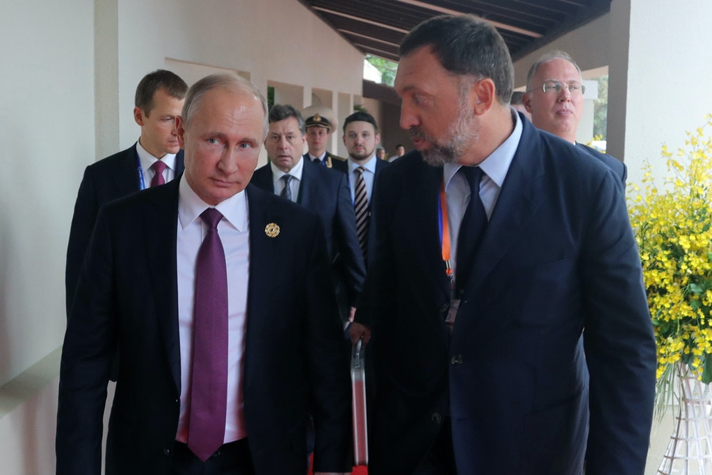 Russia's President Vladimir Putin (L) talks to Rusal President and Management Board Member Oleg Deripaska at the 2017 Asia-Pacific Economic Cooperation (APEC) summit at Da Nang, Vietnam on Nov. 10, 2017.