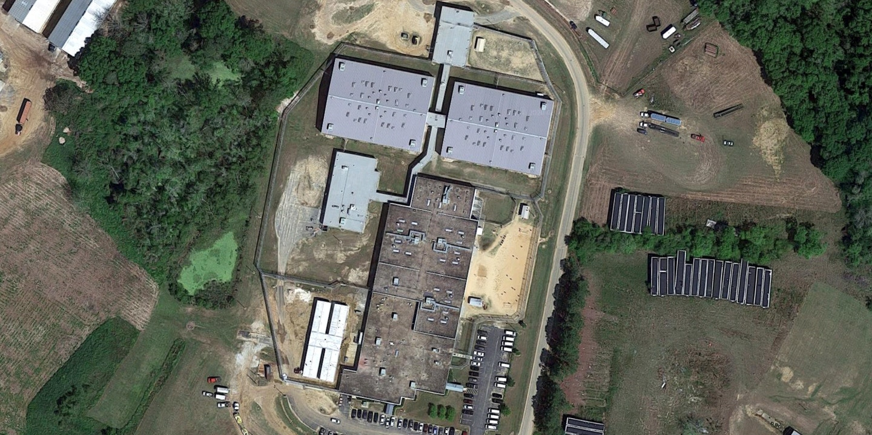 Una descripción general del centro de detención del condado de Irwin en Ocilla, Georgia.