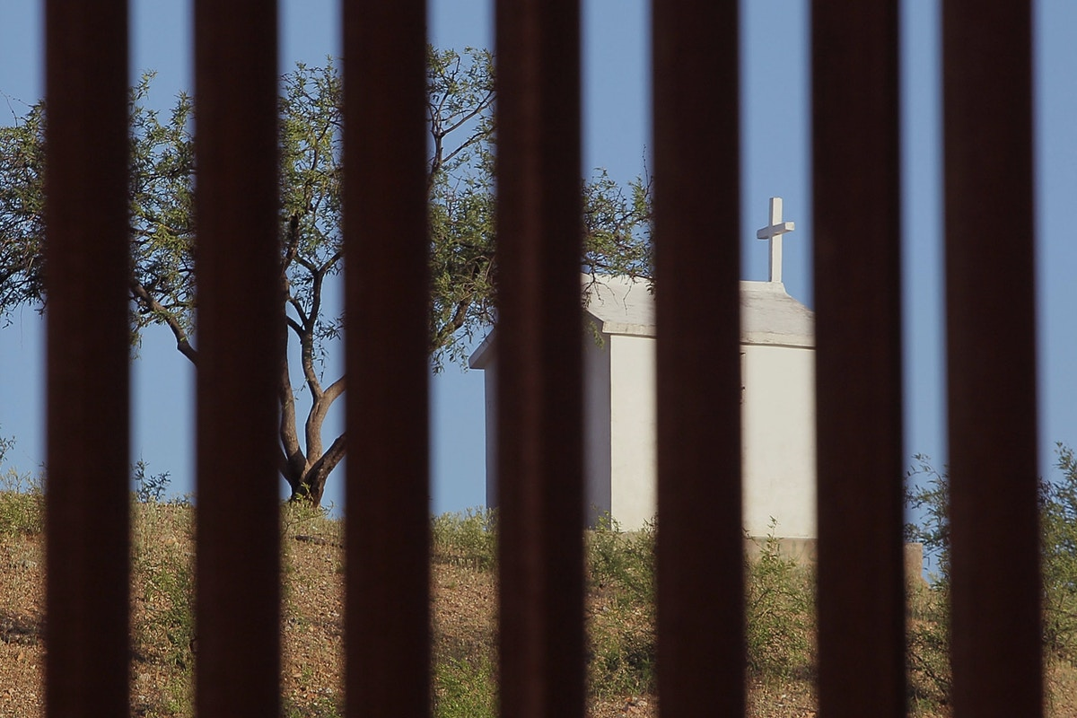 Border Patrol Leaves Migrants in Remote Town as Deaths Rise