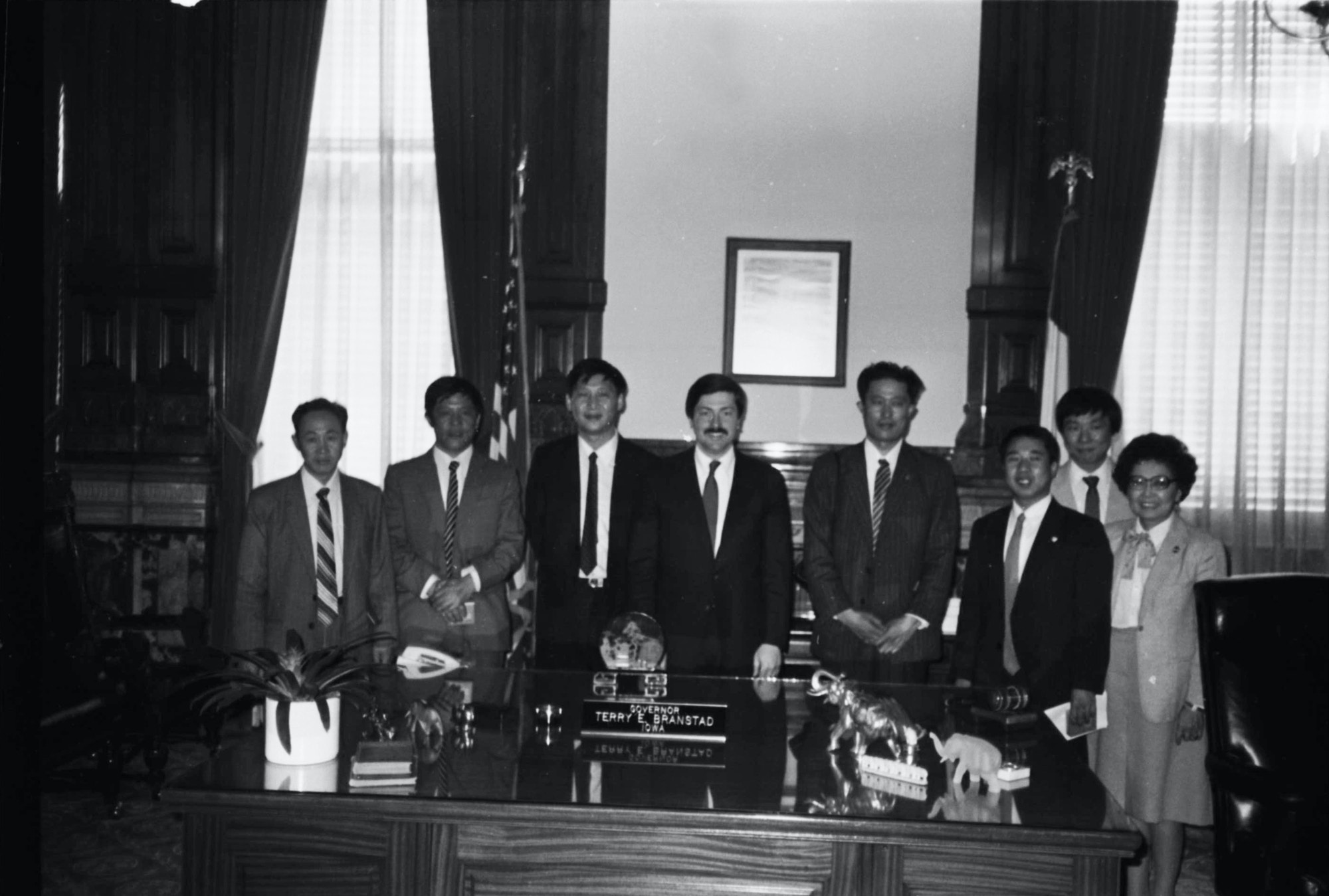 Governor Terry Branstad and President Xi Jinping at Governor's Office in Des Moines, Iowa in 1985.