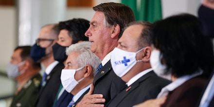 (Brasília - DF, 14/10/2020) Presidente da República, Jair Bolsonaro durante execução do Hino Nacional Brasileiro.Foto: Alan Santos/PR