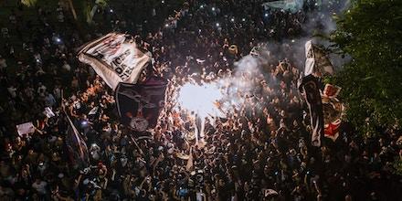 SÃO PAULO, SP, 15.04.2016: FUTEBOL-VIOLÊNCIA - Integrantes da torcida Gaviões da Fiel, maior torcida organizada do Corinthians, realiza uma manifestação no vale do Anhangabaú, no centro São Paulo, nesta sexta-feira (15). (Foto: Adriano Vizoni/Folhapress)