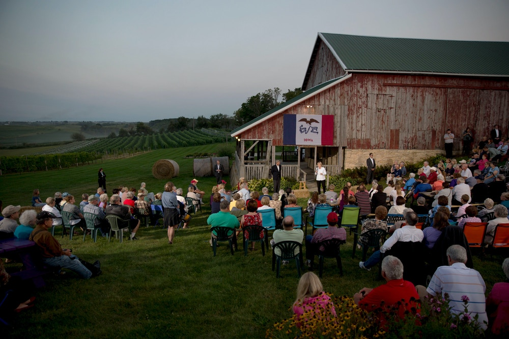 Hillary Clinton, former U.S. secretary of state and 2016 Democratic presidential candidate, speaks during an organizing event in Baldwin, Iowa, U.S., on Wednesday, Aug. 26, 2015. Clinton is emphasizing investment in small towns to help strengthen rural America as part of a plan released after she was endorsed by U.S. Agriculture Secretary Tom Vilsack. Photographer: Daniel Acker/Bloomberg via Getty Images