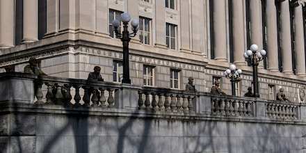 National Guard defend the Pennsylvania capitol building in response to threats from militia groups.