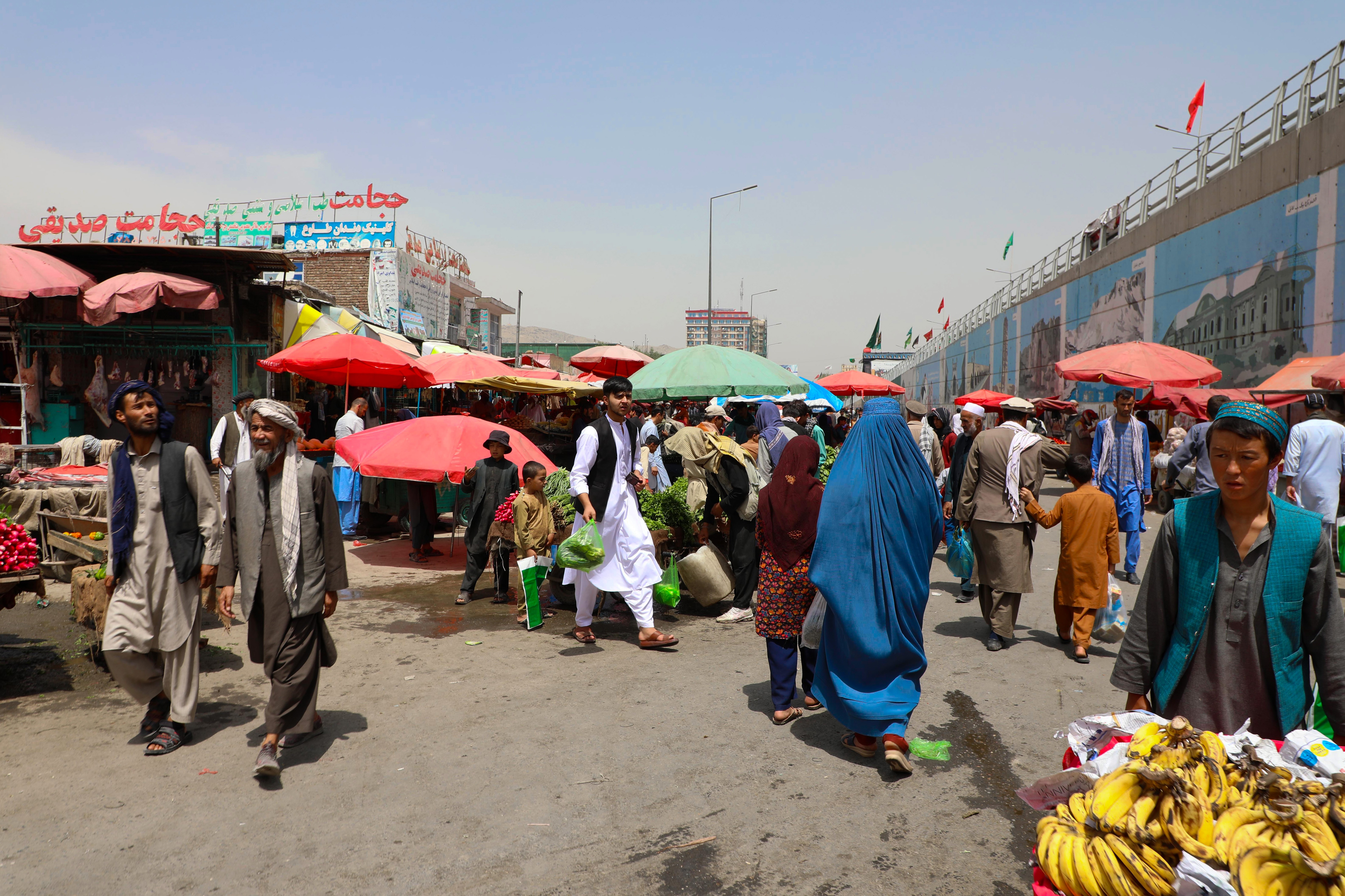 KABUL, AFGHANISTAN - AUGUST 19: People do shopping at marketplace in Afghan capital Kabul on August 19, 2021. (Photo by Sayed Khodaiberdi Sadat/Anadolu Agency via Getty Images)