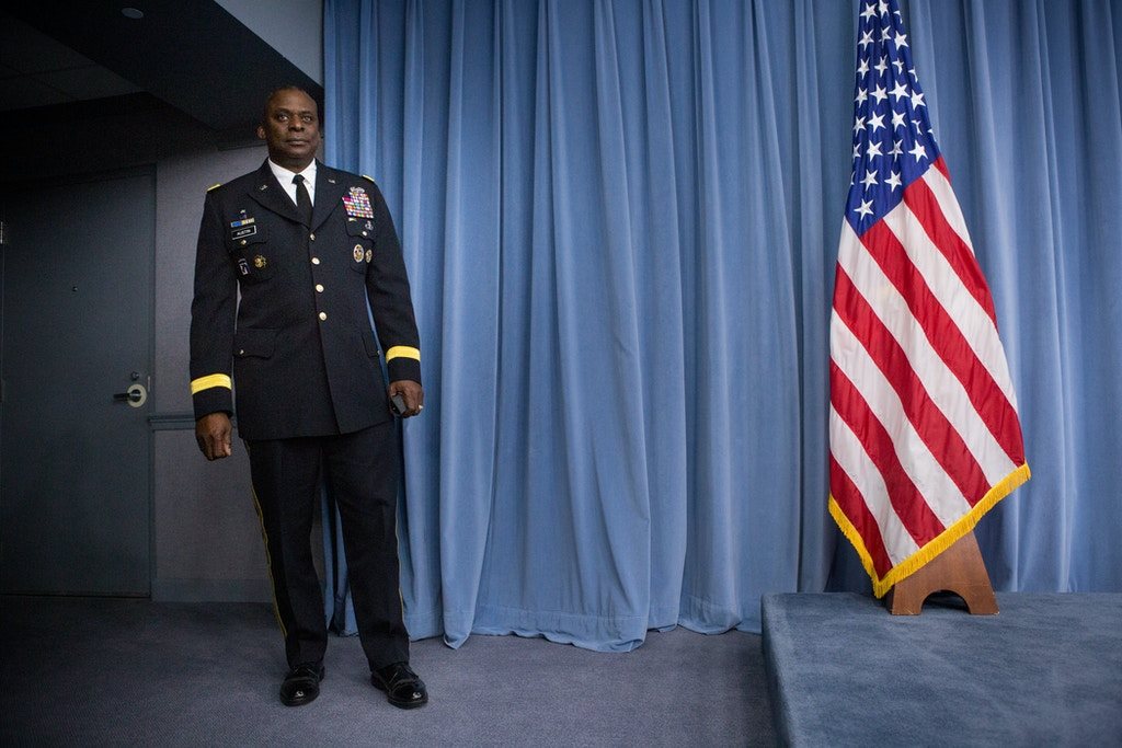 WASHINGTON, DC - OCTOBER 17:  Commander of U.S. Central Command, Gen. Lloyd Austin II, prepares to hold a media briefing on Operation Inherent Resolve, the international military effort against ISIS on October 17, 2014 at the Pentagon in Washington, D.C.  The general expressed concern that the Syrian city of Kobani could fall to ISIS militants.  (Photo by Allison Shelley/Getty Images)