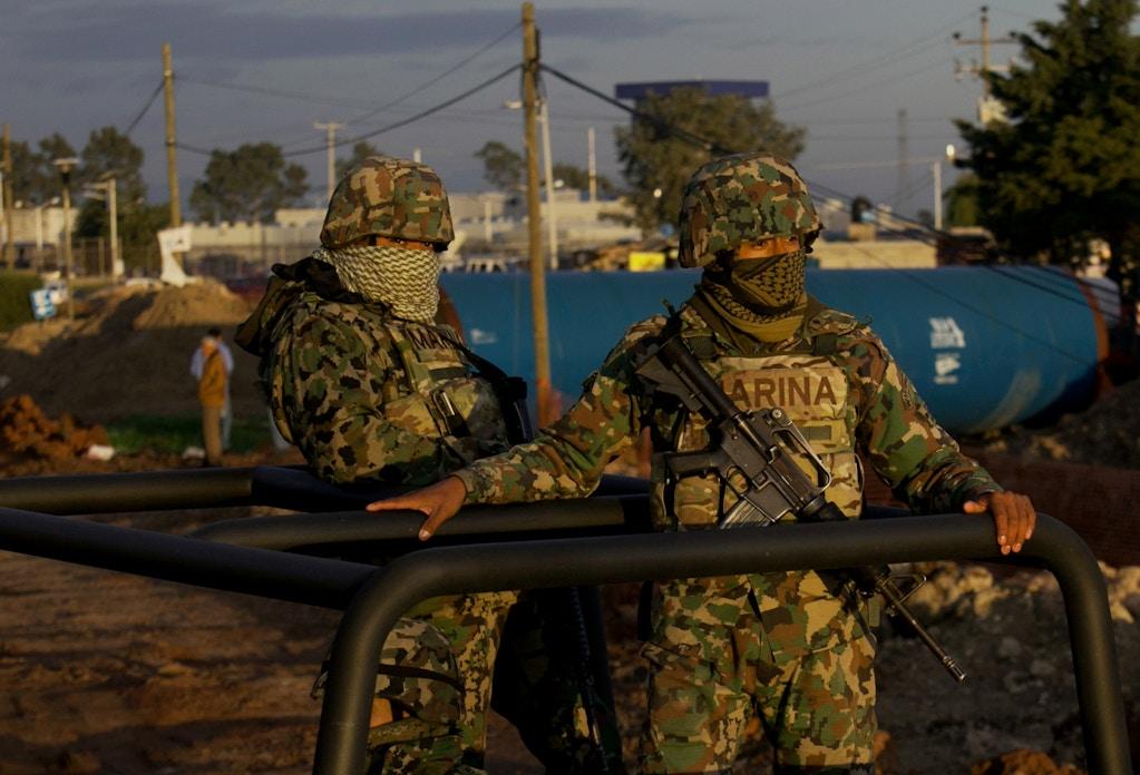 AP741827491659-mexico-navy-marines