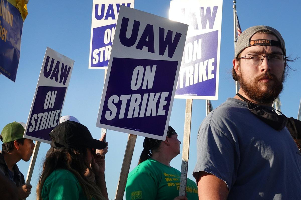John Deere Strike Shows the Labor Market Is Ready to Pop - The Intercept