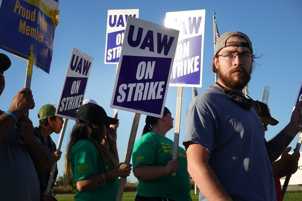EAST MOLINE, ILLINOIS - OCTOBER 14: Workers picket outside of John Deere Harvester Works facility on October 14, 2021 in East Moline, Illinois. More than 10,000 Deere employees represented by the UAW walked off the job at midnight after failing to agree to term of a new contract. About 1,400 workers walked off the job at the Harvester Works plant where the company builds combines.  (Photo by Scott Olson/Getty Images)